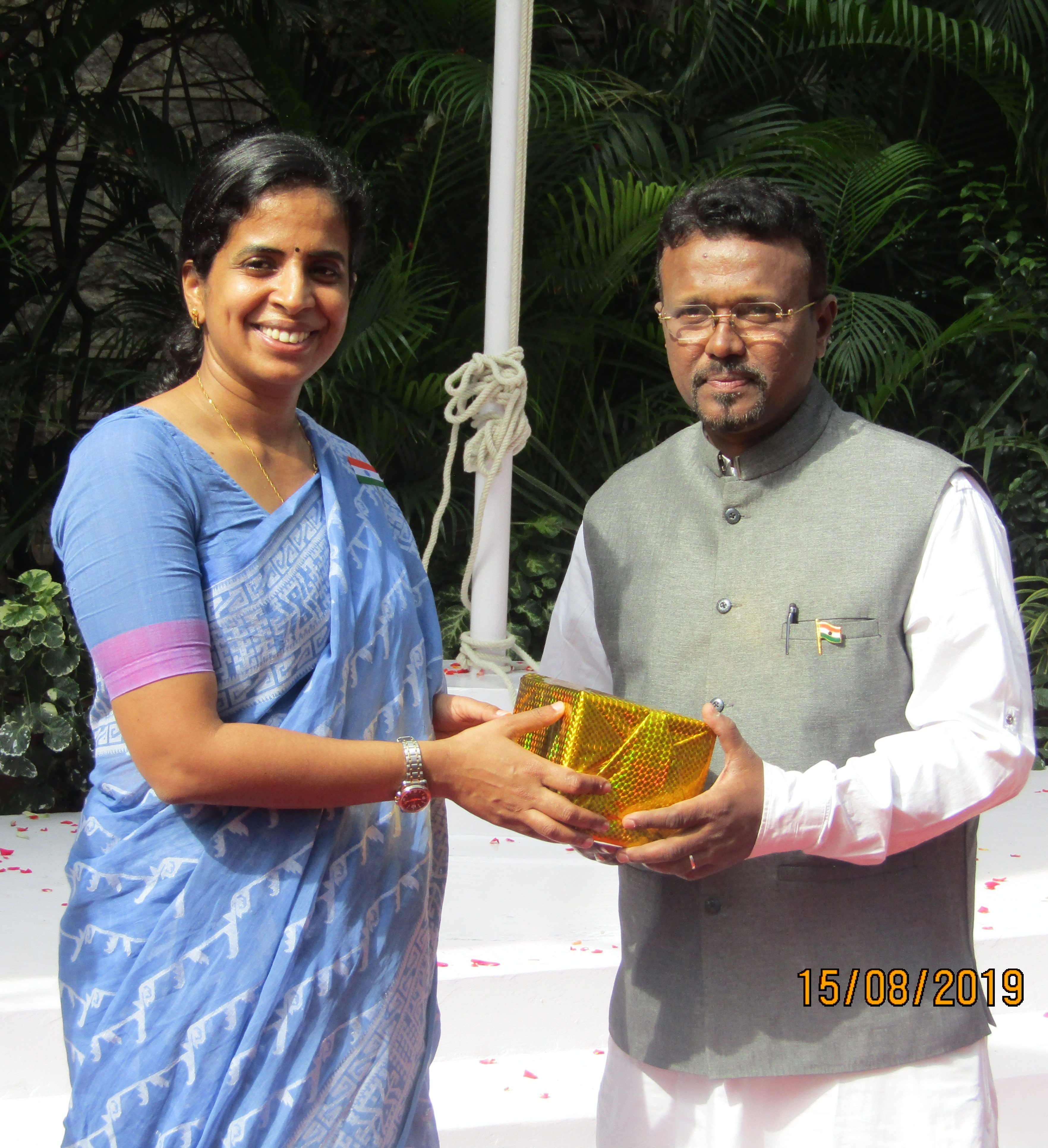 Independence day-Accountant General Ms Sudha Rajan distributing prizes